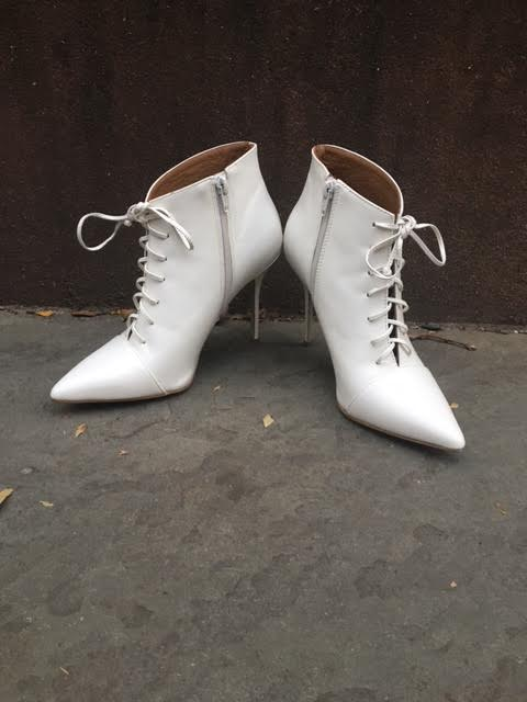 hope-morgan-steve-madden-white-booties-zipper-view