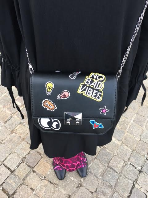 hope-morgan-all-black-pink-leopard-tights-zara-sticker-black-purse